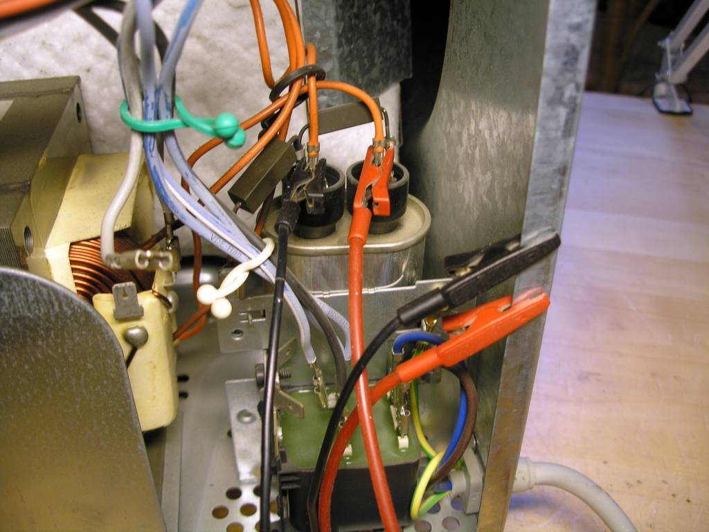 Grounding the microwave oven capacitor
