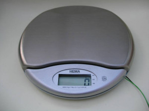 Kitchen scale with interface cable