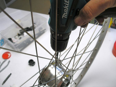 Drilling the oil drain hole in Shimano Nexus 7